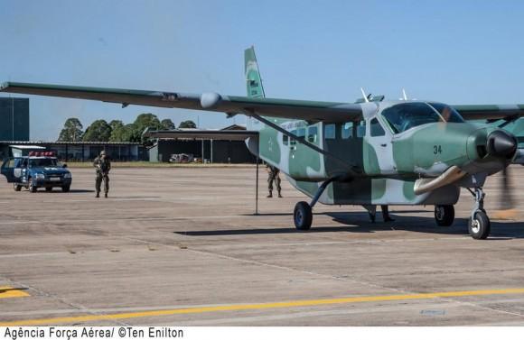 C-98 Caravan no exercício binacional PARBRA III - foto 2 ten Enilton - FAB
