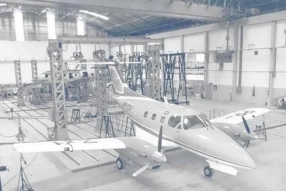 EMB-121 Xingu em linha de montagem - foto Embraer