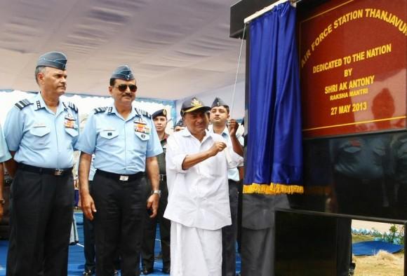 MD indiano A K Antony inaugura base de Thanjavur - foto Press Information Bureau India