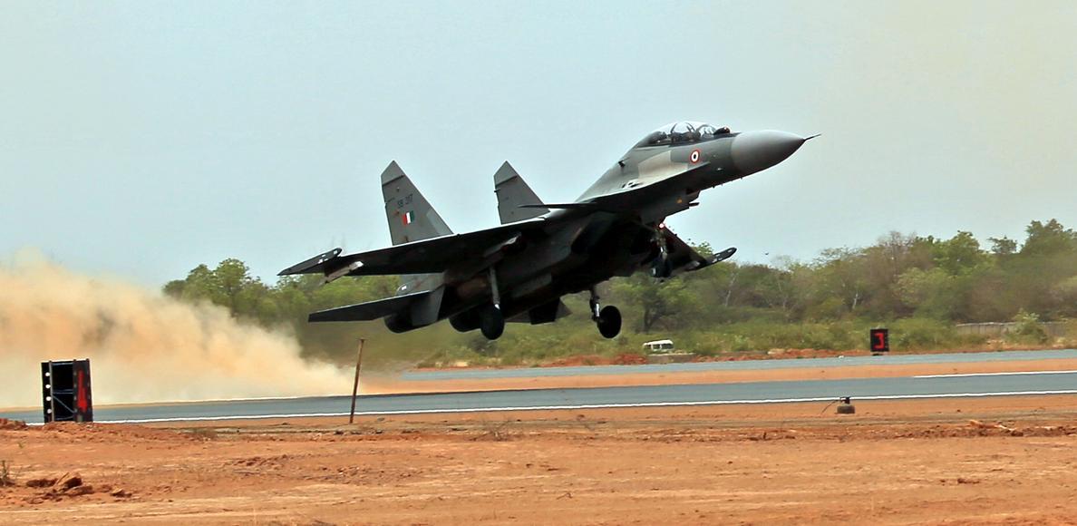 Su-30 MKI decola da nova Base Aérea de Thanjavur - foto Press Information Bureau India
