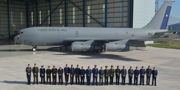 Adidos militares no Chile conhecem aeronaves da II Brigada Aérea - foto FACh