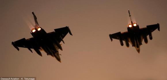 Caças Rafale com pós combustores acionados - foto K Tokunaga - Dassault