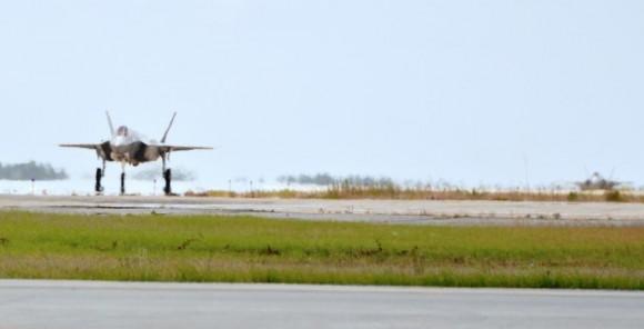 Dois F-35 chegam a Eglin em 5 de junho de 2013 - foto USAF