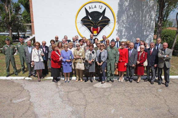 Encontro de pilotos de F-18 e veteranos de F-104 e acompanhantes na Ala 12 - foto Força Aérea Espanhola