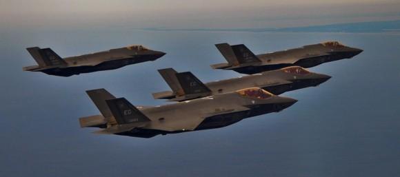 Quatro F-35 de Eglin em voo - foto USAF