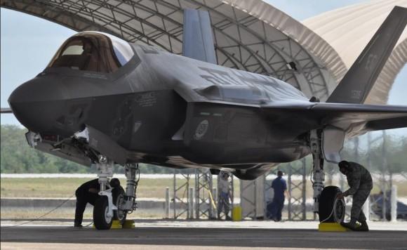 Um de dois F-35A que chegaram a Eglin em 5 de junho de 2013 - foto USAF