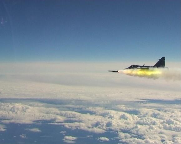 Gripen dispara míssil Meteor - foto FMV