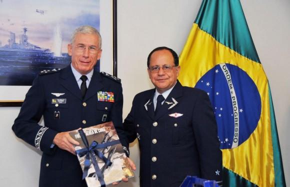 Reunião bilateral chefes do Estado Maior da FACh e da FAB - foto FACh