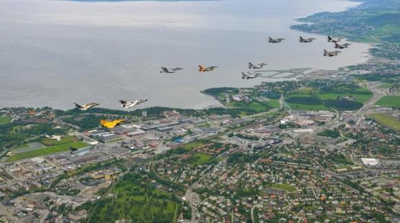 Tiger Meet 2013 - formação de vários jatos - foto via Força Aérea Francesa