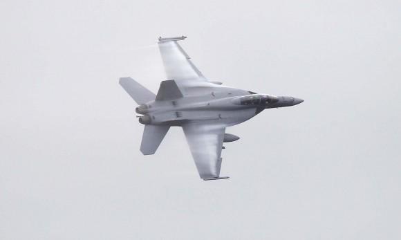 caças F-18 Hornet e pilotos da RAAF de volta à base de Williamtown após curso de instrutores de caça - foto MD Australia