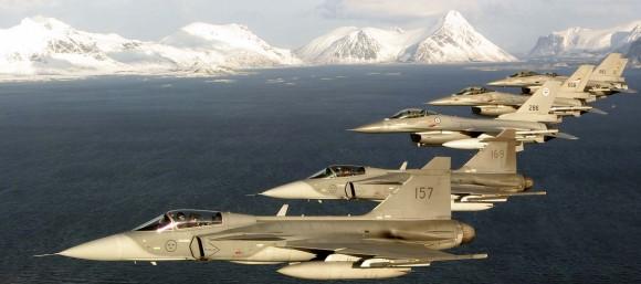 caças Gripen suecos e F-16 noruegueses em formação - foto Saab