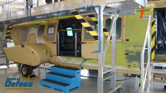 Célula de EC725 CBV 4 na fábrica da Helibras em Itajubá - out 2012 - foto Nunão - Forças de Defesa