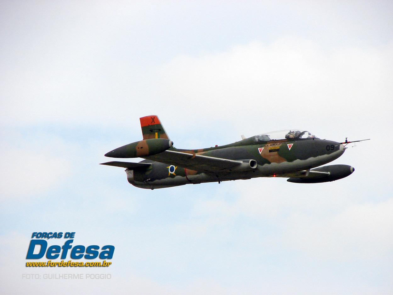 Domingo Aereo - AFA 2013 - Xavante em voo 1