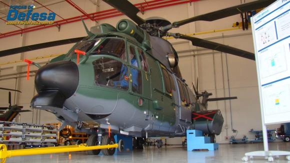 EC725 - 12 da FAB na Flight Line da fábrica da Helibras em Itajubá - out 2012 - foto Nunão - Forças de Defesa