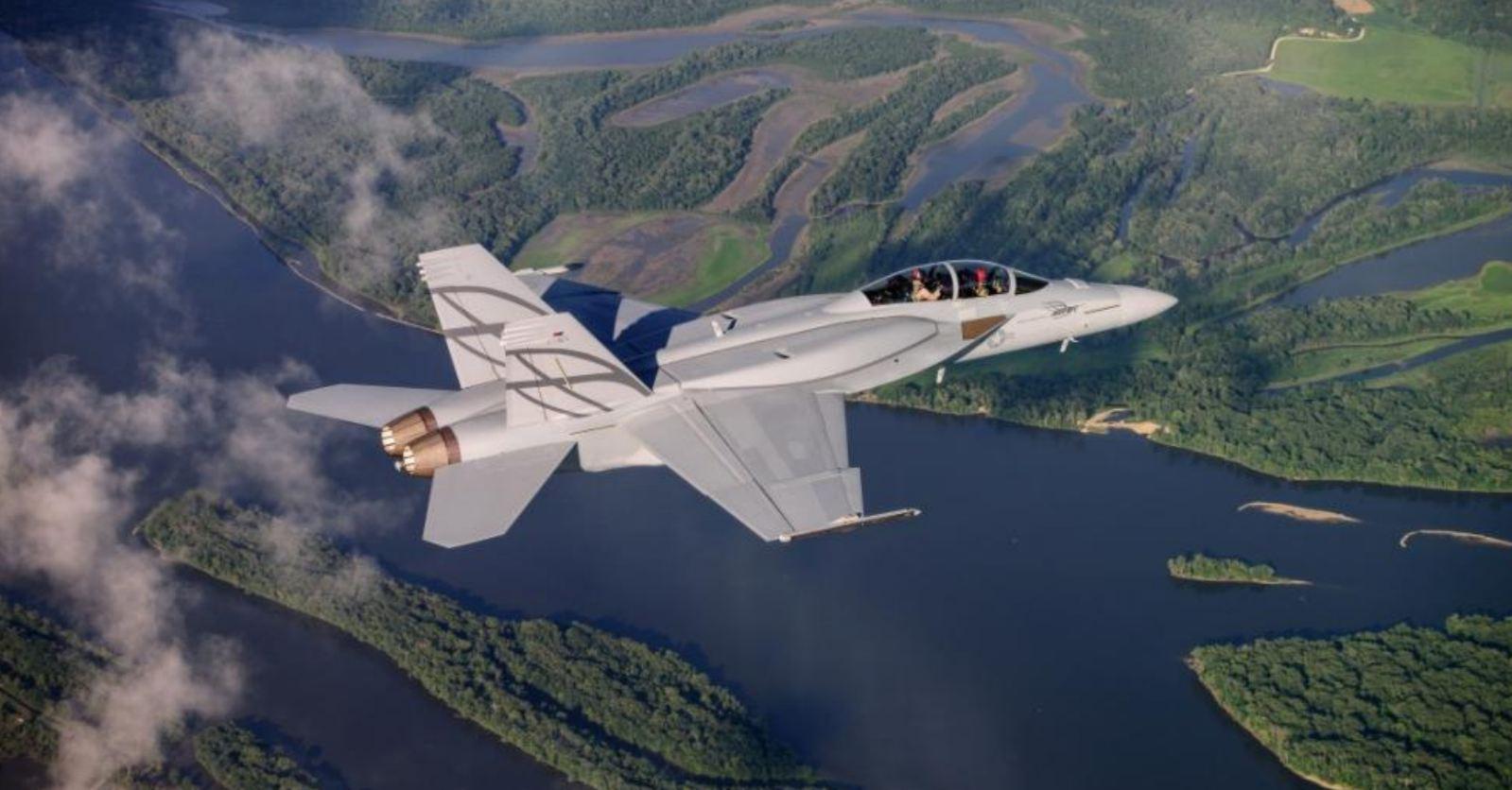 Super Hornet cm CFT - foto Boeing