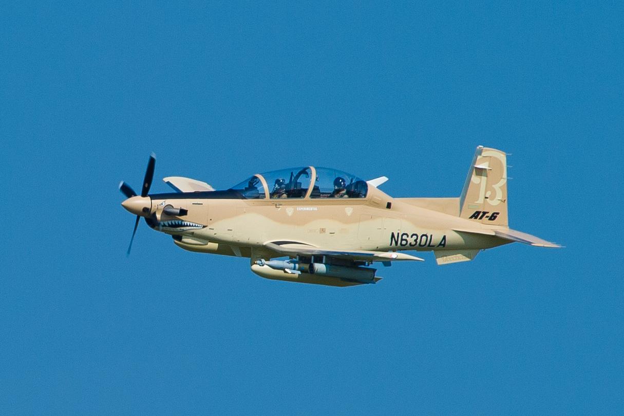 primeiro voo do AT-6 de producao - foto Beechcraft