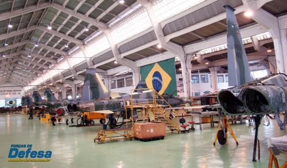 F-5M em revisão no PAMA-SP - Domingo Aéreo 2013 - Foto Nunão - Poder Aéreo - Forças de Defesa