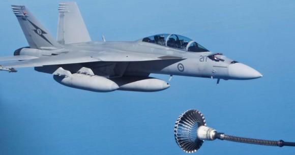 Super Hornet faz REVO no exercício australiano ECADEX 13 - foto MD Australia