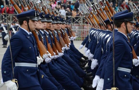 Um dos subescalões terrestres da FACh em parada militar chilena - foto FACh