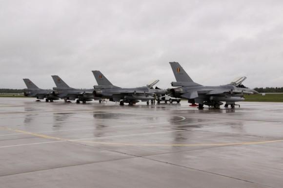 caças  F-16 belgas em Siuliai - foto 2 MD Lituânia