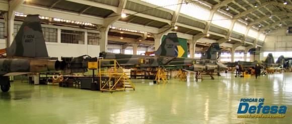 Caças F-5M em revisão no PAMA-SP - Domingo Aéreo 2013 - Foto Nunão - Poder Aéreo - Forças de Defesa