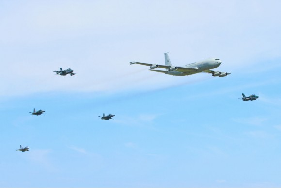 KC-137