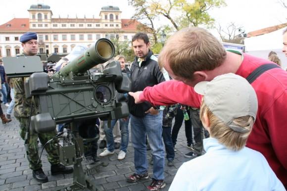 RBS-70 em praça de Praga - foto Min Def Rep Tcheca