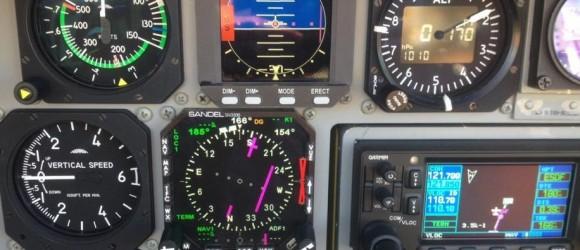 SK60AU - novo painel com padrão IU e novos sistemas de navegação - foto Forças Armadas da Suécia