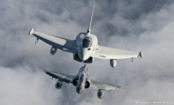 Evolution en vol Mirages 2000N Typhoon