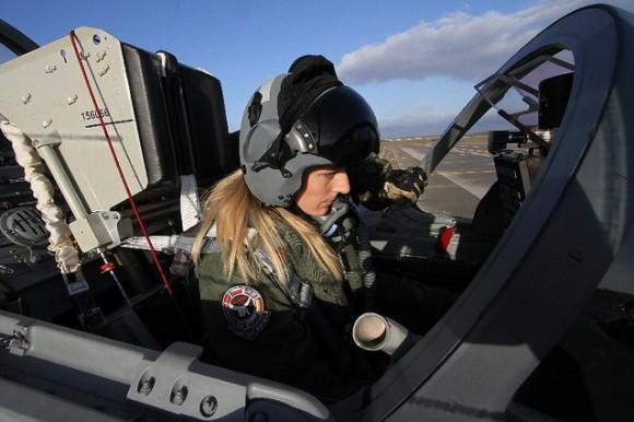 Baltic Eye - tenente Katerina Hlavsova na cabine de L-159A Alca - foto MD República Tcheca