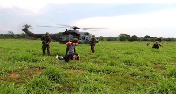 Exercício HELICÓPTERO TL com H-36 Caracal - foto 2 FAB