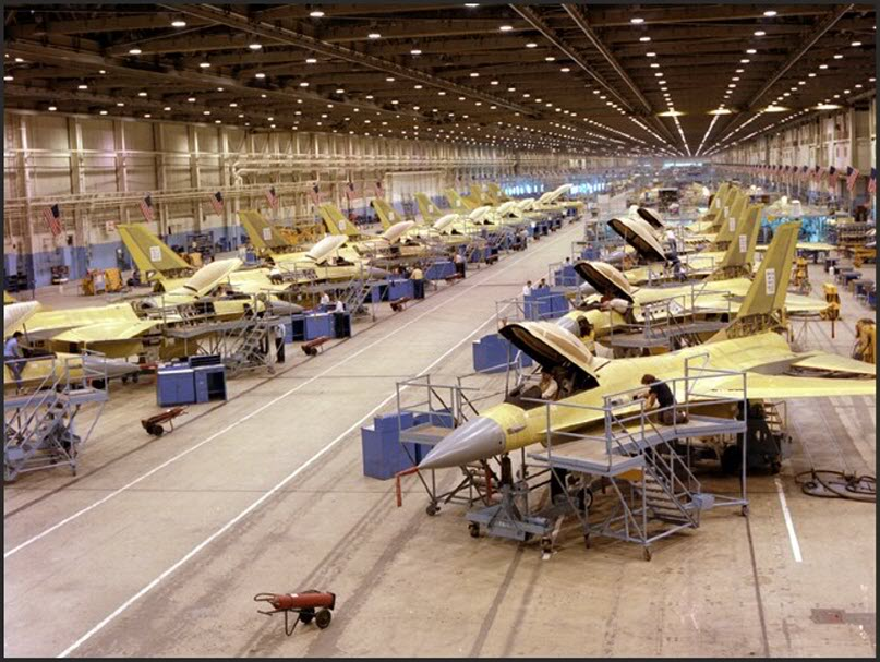 F-16 assembly line - photo LM