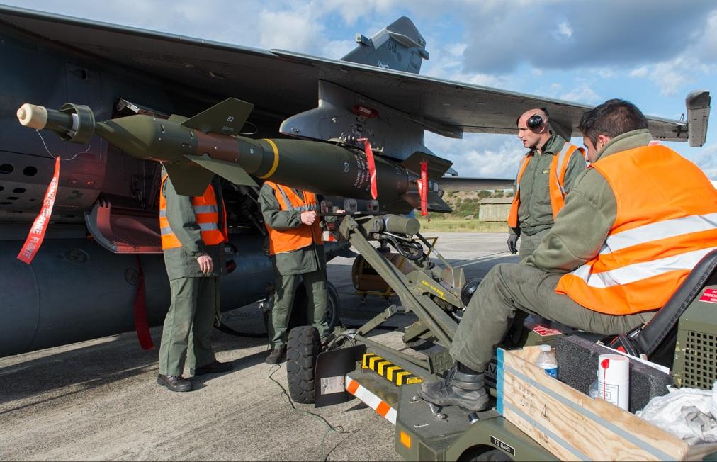 [l'arsenal aero] Divers News aéro Mirage-F1-%C3%BAltima-campanha-ar-solo-instala%C3%A7%C3%A3o-de-GBU-16-de-500kg-fotoFor%C3%A7a-A%C3%A9rea-Francesa