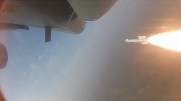 Teste de disparo de míssil IR por Tejas - foto via Livefist