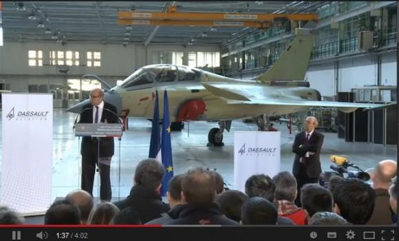 Cena vídeo lançamento Rafale F3R em Merignac - discurso MD Le Drian sobre o contrato - vídeo Dassault