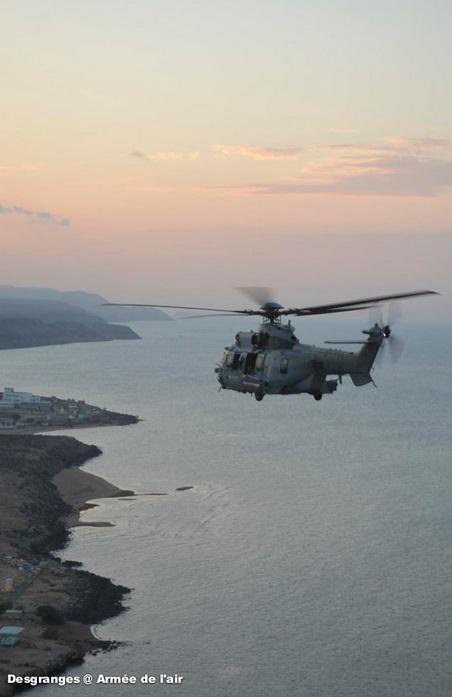 EC725 Caracal francês na costa do Djibouti - foto Força Aérea Francesa