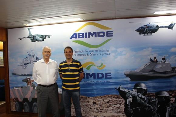 Forças de Defesa visita a ABIMDE - Vice-Presidente Executivo, Carlos Afonso Pierantoni Gambôa e Alexandre Galante, editor-chefe da revista Forças de Defesa