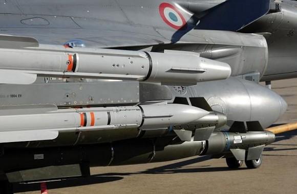 Rafale em teste com seis AASM dois Meteor quatro Mica e três tanques de 2000l - foto 3 Dassault