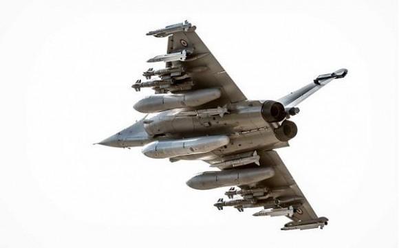 Rafale em teste com seis AASM dois Meteor quatro Mica e três tanques de 2000l - foto 6 Dassault