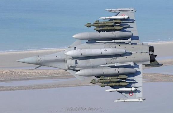 Rafale em teste com seis AASM dois Meteor quatro Mica e três tanques de 2000l - foto Dassault