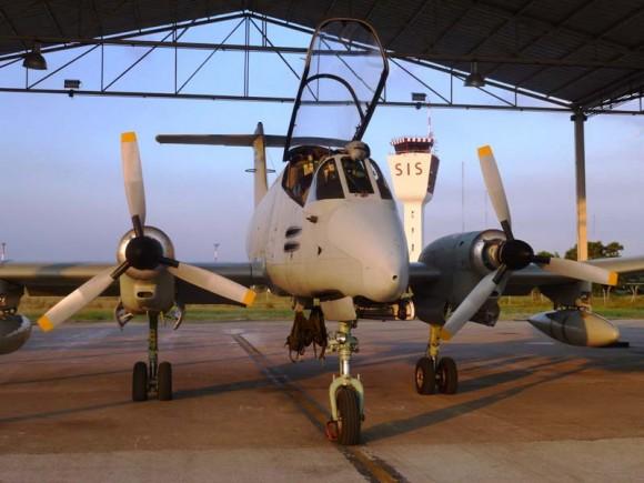 Coronel Roberto Cezar Salvado Fleury Curado voa em Pucará - foto 2 Força Aérea Argentina