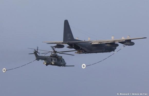 EC725 Caracal francês em REVO com C-130 da USAF - foto Força Aérea Francesa