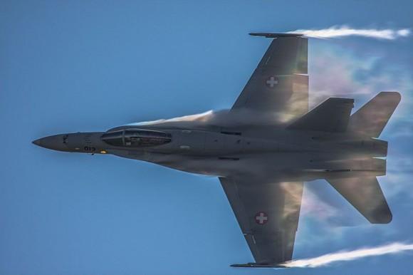 F-18 Hornet em apresentação solo - foto Força Aérea Suíça