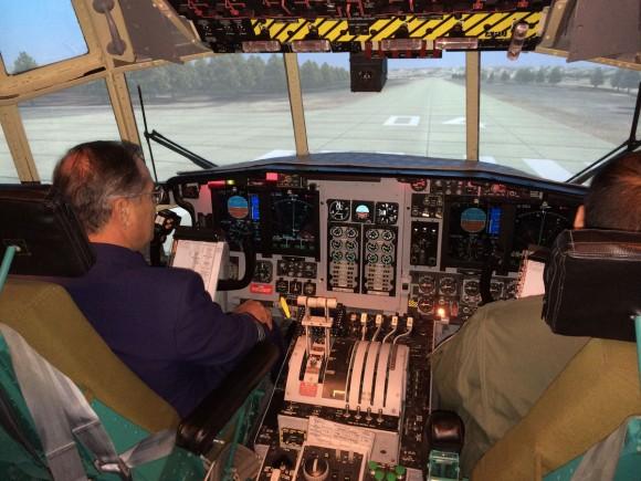 Comandante de la FACh visitó España y experimentó en dos simuladores del Eurofighter Typhoon Comandante-da-FACh-em-visita-%C3%A0-Espanha-foto-FACh-580x435