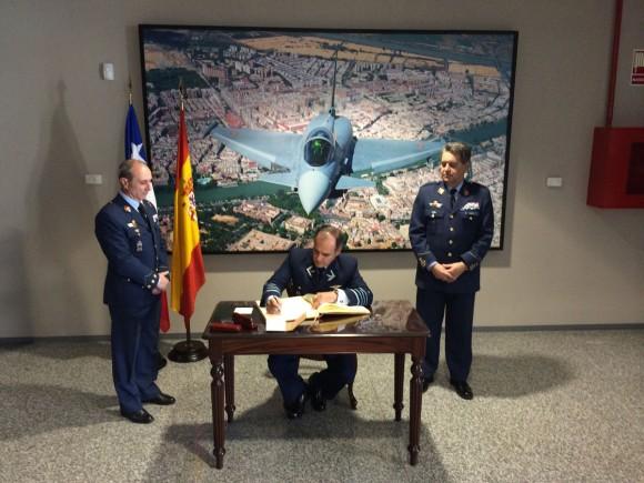 Comandante de la FACh visitó España y experimentó en dos simuladores del Eurofighter Typhoon Comandante-da-FACh-na-Espanha-Base-de-Mor%C3%B3nv-foto-FACh-580x435