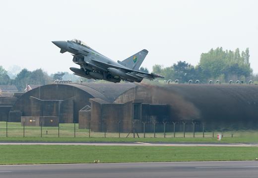 Typhoon decola para a Lituânia para proteger o Báltico - foto RAF