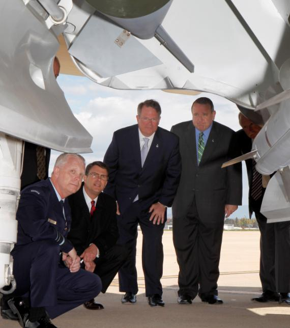 mockup do F-35A é apresentado a representantes da indústria - foto Min Def da Austrália