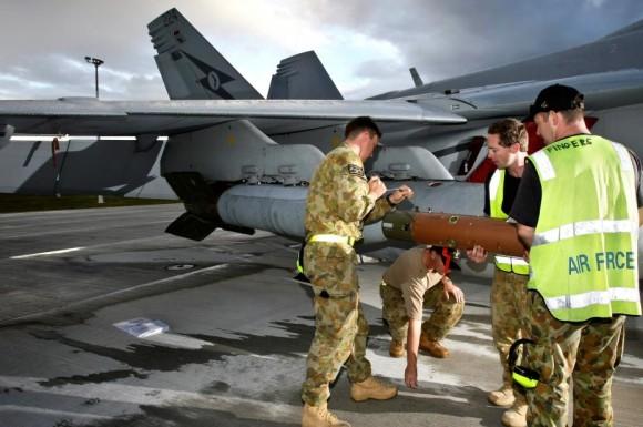 Exercício Stoneage - Super Hornet da RAAF é armado com GBU-24 - foto 2 MD Australia