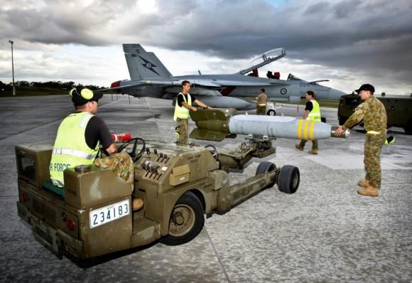 Exercício Stoneage - Super Hornet da RAAF é armado com GBU-24 - foto 3 MD Australia