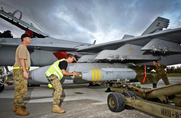 Exercício Stoneage - Super Hornet da RAAF é armado com GBU-24 - foto 4 MD Australia